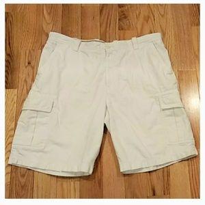Izod White Mens size 38 Cargo shorts